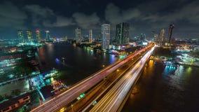Zeitspanne des Bangkok-Stadtbildnacht-chao phraya Verkehrsflussbrückendachpanoramas 4k Thailand stock footage