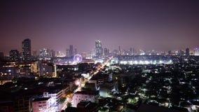 Zeitspanne des Bangkok-Stadtbildnachtlichtdachspitzenhotelverkehrsstraßenpanoramas 4k Thailand stock footage