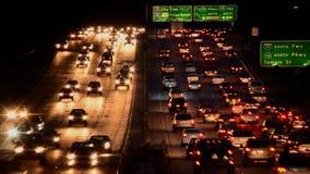 Zeitspanne des beschäftigten Los Angeles-Autobahn-Verkehrs nachts stock footage