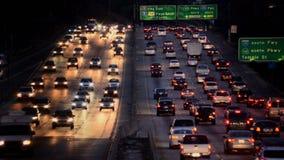 Zeitspanne des beschäftigten Los Angeles-Autobahn-Verkehrs nachts stock video
