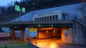 Zeitspanne des drehenden Tunnels in West Virginia stock footage