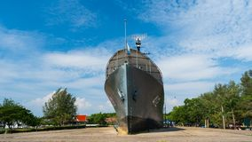 Zeitspanne des Schlachtschiffmonuments Luang Prasae der königlichen thailändischen Marine bei Paknam Prasae in Rayong, Thailand stock footage