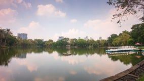 Zeitspanne des sonniger Tag-lumpini Parkteichbootsstationspanoramas 4k Bangkok Thailand stock footage