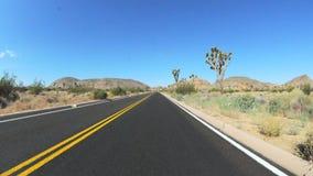 Zeitspanne, die in den Mojave fährt stock footage