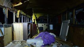 Zeitspanne Dolly Inside ein Verzicht-Bus nachts stock footage