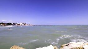 Zeitspanne eines Piers und des Meeres herum, Alba Adriatica, Teramo, Abruzzo stock footage