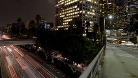 Zeitspanne-pan- obenliegende Ansicht des Verkehrs auf beschäftigter Autobahn 10 in im Stadtzentrum gelegenem Los Angeles Kaliforn stock video footage