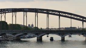 Zeitspanne in Paris, über dem Wadenetz stock footage