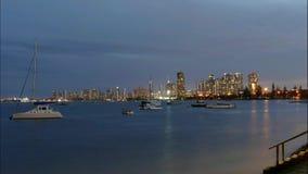 Zeitspanne-Surfer-Paradies Gold Coast auf Dämmerung stock video footage