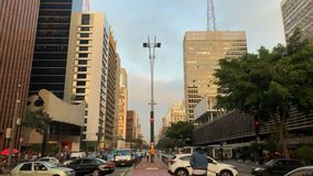 Zeitspanne von avenida Paulista-Allee, Sao Paulo, Brasilien Hauptverkehrszeit im August 2017