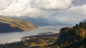 Zeitspanne von beweglichen Wolken über Columbia River Schlucht in Portland Oregon UHD 4k stock video footage
