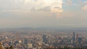 Zeitspanne von beweglichen Wolken über Stadtbild von Portland ODER von einem bewölkten Tag 4k UHD stock video
