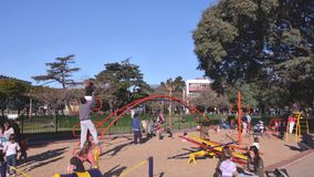 Zeitspanne von den Kindern, die am Park in Argentinien spielen stock video footage