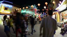 Zeitspanne von Nachtmenschen in China-Stadt im Stadtzentrum gelegenes Los Angeles circa im August 2012 stock footage