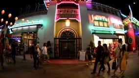 Zeitspanne von Nachtmenschen in China-Stadt im Stadtzentrum gelegenes Los Angeles circa im August 2012 stock video