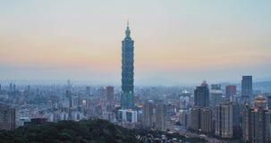 Zeitspanne von Taipeh-Stadt-Skylinen bei Sonnenuntergang, Taiwan stock video
