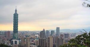 Zeitspanne von Taipeh-Stadt-Skylinen bei Sonnenuntergang, Taiwan stock footage