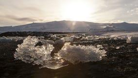 Zeitspanne von Touristen an der Gletscherlagune Jokulsarlon, Island, stock video footage