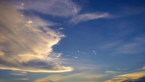 Zeitspanne von Wolken mit Sonnenunterganghimmel stock video footage