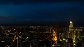 Zeitspanne von Wolken und von Stadtselbstverkehr in uhd Kuala Lumpur Malaysias 4k stock video