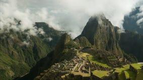 Zeitspanneansicht von Machu Picchu auf einem nebelhaften Morgen stock video