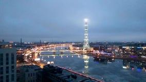Zeitspannevideo des St- Petersburgfernsehturms mit der Höhe des Vogelfluges Russland stock video