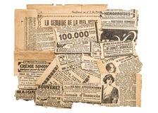 Zeitung bessert alte Zeitschriftenstreifen der antiken Werbung aus Stockbild