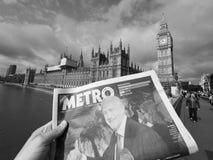 Zeitung, die Jeremy Corbyn in London Schwarzweiss zeigt Lizenzfreie Stockfotos