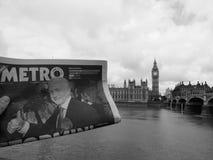 Zeitung, die Jeremy Corbyn in London Schwarzweiss zeigt Lizenzfreie Stockbilder