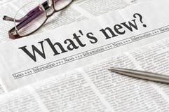 Zeitung mit der Schlagzeile, was neu ist lizenzfreie stockfotos