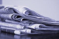 Zeitungsstapel Stockbilder
