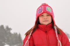 Zeker jong meisje in de winter royalty-vrije stock fotografie