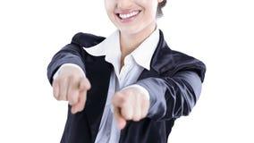 Zekere bedrijfsvrouw die handen vooruit tonen Geïsoleerd op wit royalty-vrije stock afbeelding