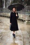 Zekere bedrijfsvrouw met paraplu Stock Foto