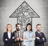 Zekere commerciële teamleden en startpijl Royalty-vrije Stock Afbeeldingen