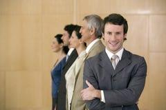 Zekere glimlachende zakenman Royalty-vrije Stock Afbeeldingen