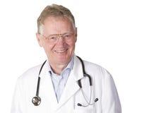 Zekere hogere arts die op wit wordt geïsoleerdw Stock Foto's