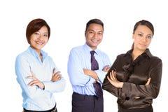 Zekere jonge Aziatische bedrijfsmensen Stock Foto's