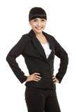Zekere jonge bedrijfsvrouw status stock fotografie