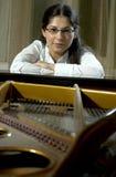 Zekere Jonge Pianist Stock Foto's