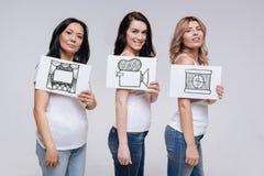 Zekere jonge vrouwen die van het maken van hun eigen film dromen Royalty-vrije Stock Afbeelding
