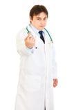 Zekere medische arts die opdracht geeft tot te komen Stock Foto's