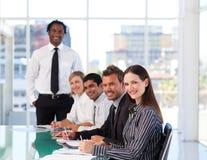 Zekere onderneemster die een presentatie bijwoont Stock Foto