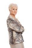 Zekere oude vrouw met gevouwen wapens royalty-vrije stock foto's