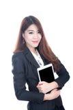Zekere slimme de tabletcomputer van de bedrijfsvrouwenholding Royalty-vrije Stock Fotografie