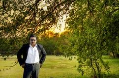 Zekere vette zakenman status Royalty-vrije Stock Fotografie