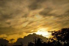 Zeldzaam veelkleurig wolkensilhouet Royalty-vrije Stock Foto