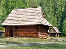 Zeldzame houten volkshuizen in Zuberec stock afbeeldingen