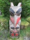 Zeldzame inheemse totempaal Van Alaska Stock Foto's