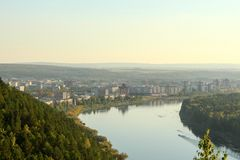 Zelenogorsk och floden Kan Royaltyfri Foto